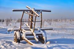 Remolque abandonado en la nieve Fotos de archivo libres de regalías