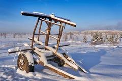 Remolque abandonado en la nieve Imagenes de archivo