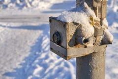 Remolque abandonado en la nieve Foto de archivo libre de regalías