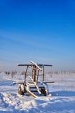 Remolque abandonado en la nieve Fotografía de archivo