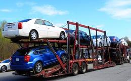 Remolque cargado del camión de los coches imagen de archivo