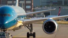 Remolque de Boeing 787 al servicio metrajes