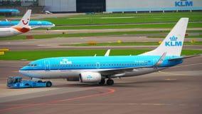 Remolque de KLM Boeing 737 almacen de video