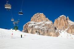 Remonte en la estación de esquí en dolomías Foto de archivo libre de regalías