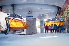 Remonte-pente dans la station de vacances de Karpacz Image libre de droits