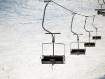 Remonte-pente sur la station de sports d'hiver Photographie stock