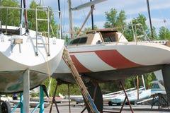 Remontowi żeglowanie jachty Zdjęcia Royalty Free