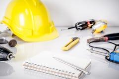 Remontowy mężczyzna, pracowników budowlanych narzędzia Fotografia Stock