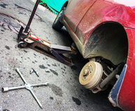 Remontowy samochodu hamulec w garażu Fotografia Stock