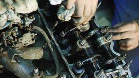 Remontowy stary samochodowy silnik zdjęcie wideo