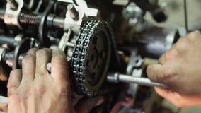 Remontowy stary samochodowy silnik zbiory wideo