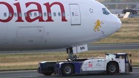 Remorquage d'avion de service clips vidéos