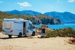 Remorque dans la station de vacances de Pecora de capo à la mer Méditerranée Sardaigne, Italie photo stock