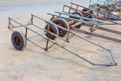 Remorque pour des bateaux sur la plage Photographie stock libre de droits