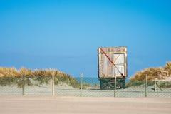 Remorque sur la côte de mer baltique dans Warnemuende, Allemagne Photographie stock libre de droits