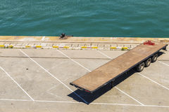 Remorque un dock vide Image libre de droits