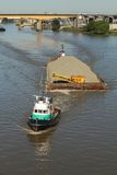 Remorqueur et chaland, fleuve de Fraser Images libres de droits