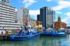 Remorqueurs amarrant à capitaine Cook Wharf dans les ports d'Auckland photographie stock libre de droits