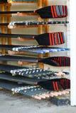 Remos apilados en vertiente del barco Fotos de archivo libres de regalías