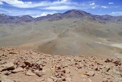 Remote, неурожайный вулканический ландшафт пустыни Atacama, Чили Стоковые Фотографии RF