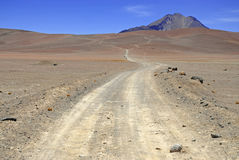 Remote, неурожайный вулканический ландшафт пустыни Atacama, Чили Стоковая Фотография RF