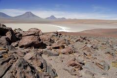 Remote, неурожайный вулканический ландшафт пустыни Atacama, Чили Стоковое Изображение RF
