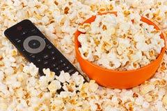 remote för popcorn för bunkekontroll orange Arkivbilder