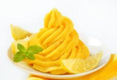 Remous de crème jaune Images libres de droits