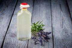 Removedor diy natural del maquillaje del aceite de oliva Foto de archivo libre de regalías