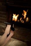 Removendo as sapatas pelo incêndio Imagens de Stock Royalty Free