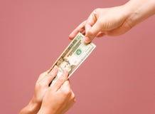 Removendo o dinheiro + TRAJETO Imagens de Stock