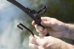 Removendo o limpador danificado do braço Imagens de Stock Royalty Free
