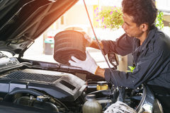 Removes the car`s air filter for inspection and cleaning Royalty Free Stock Photography