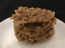 Rempeyek Kacang o galletas de los cacahuetes imagen de archivo libre de regalías