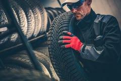 Remplacement automatique de pneu de service photo libre de droits