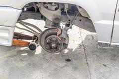 Remplacement de pneu de roue de voiture Image stock