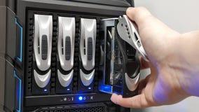 Remplacement du lecteur de disque dur dans une configuration de RAID Images libres de droits