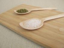 Remplacez le sel par des herbes image stock