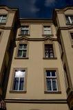 Remplacez les appartements dans la ville d'Europen photos libres de droits