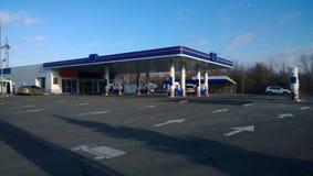Remplir véhicule d'essence Photos libres de droits