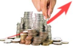 Remplir vers le haut des pièces de monnaie au verre pour l'investissement Photo stock