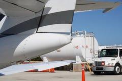 Remplissage d'avion à réaction Photographie stock libre de droits