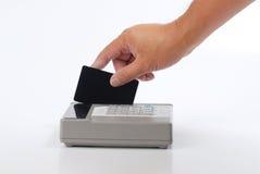 Remplissage d'hommes par la carte de crédit photographie stock