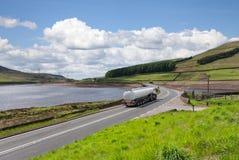 Remplissez de combustible le camion-citerne aspirateur Photographie stock libre de droits
