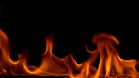 Remsa av brand p? en svart bakgrund arkivfilmer