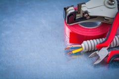 Remsa för pojkar för kopparkablar för rör för isoleringsbanduppförande skarp Arkivbild