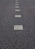 remsor för asfaltmarkeringsväg Royaltyfri Fotografi