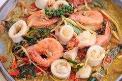 Remuez épicé chaud de Fried Squid et de crevette comme des touristes photo libre de droits