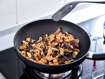 Remuez faire frire des remplissages utilisés en boulette de zhonzi ou de riz sur Dragon Boat Festival photo stock