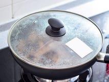 Remuez faire frire des remplissages utilisés en boulette de zhonzi ou de riz sur Dragon Boat Festival photo libre de droits